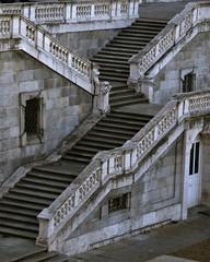 escaleras del Palacio Real o de Oriente de Madrid , residencia oficial del rey de España