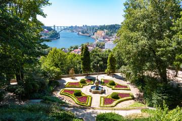 Porto jardins du palais de cristal vue sur le Douro et le pont Ponte d'Arrábida Arrábida