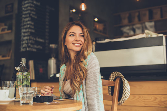 Beautiful young woman sitting in a cafe waiting her boyfriend