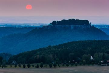 Sonnenuntergang über der Festung Königstein