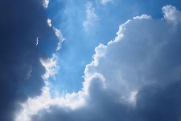 雲が流れる様子