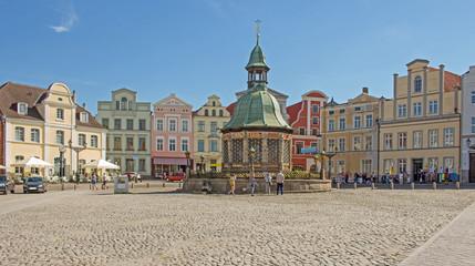 Wismar Marktplatz mit Brunnen