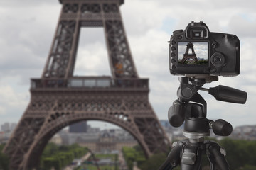 Taking picture of Eiffel tower in Paris