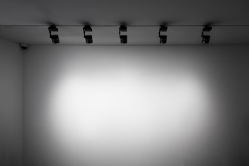 White Empty Wall, Wall Light, White Gallery Wall, Wall With Lights, Exhibition Space, Exhibition Wall