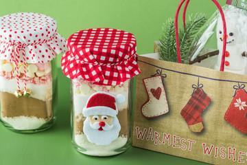 Christmas food gift idea. Hot cocoa mix jar.
