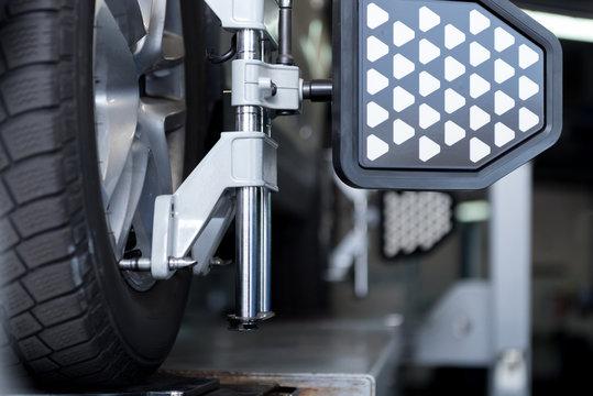 Auto wheel fixed in alignment machine clap