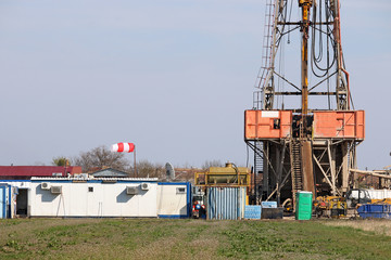 land oil drilling rig and equipment