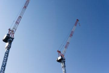 建設現場のタワークレーン