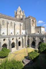 Printed kitchen splashbacks Monument EVORA, PORTUGAL: View of the cathedral (Se) and the cloister