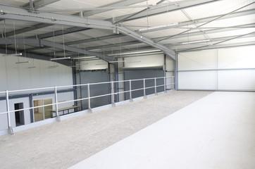 intérieur d'un entrepôt industriel