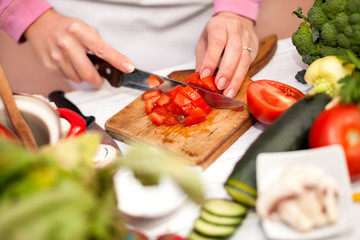 Cutting and preparing tomato for salad
