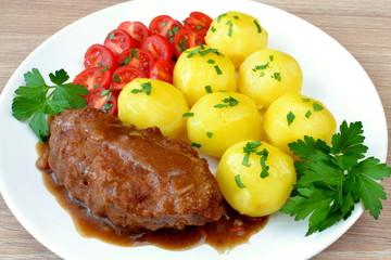 kotlet mielony z ziemniakami i pomidorem