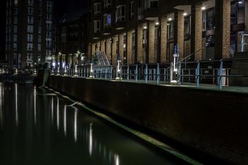 Alter Hafen in Düsseldorf bei Nacht