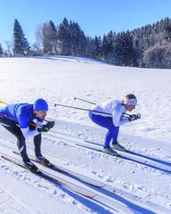 Schußfahrt auf schmalen LL-Skiern