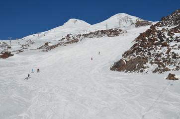 Горнолыжный спуск с Эльбруса