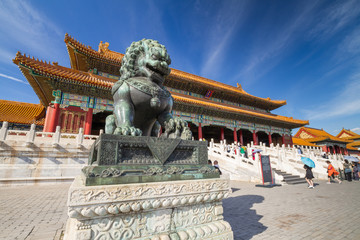 Spoed Fotobehang Peking Chinese guardian lion, Forbidden City, Beijing, China