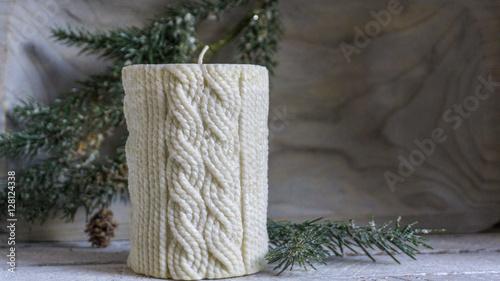 weihnachtliche dekoration kerze mit strickmuster und. Black Bedroom Furniture Sets. Home Design Ideas