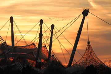 Olympiastadion München in der Abendsonne