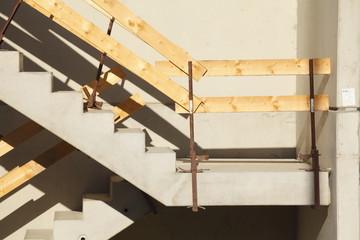 Betontreppe und Treppengeländer