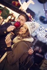 Date auf dem Weihnachtsmarkt