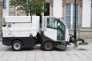 industrial machine for street cleaning