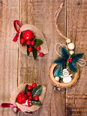 Addobbi natalizi di cotone e legno