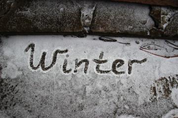 """Слово """"winter"""" на снегу"""