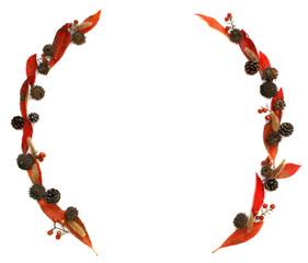 赤い葉とドングリと松ぼっくりとエノコログサとナンテンの実の飾り