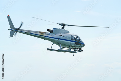 Elicottero In Volo : Quot elicottero in volo stock photo and royalty free images