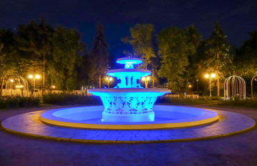 Autocollant pour porte Fontaine Fountain with illumination at night