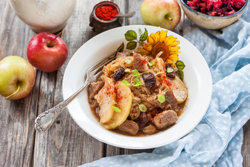 braised cabbage with apples