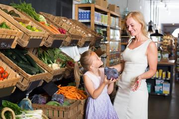 customers choosing vegetables