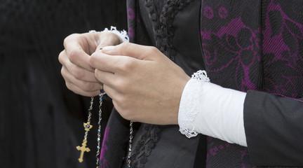 CAGLIARI, ITALIA -  MAGGIO 1, 2014: 358^ Processione Religiosa di Sant'Efisio - Sardegna - dettaglio di un costume tradizionale sardo
