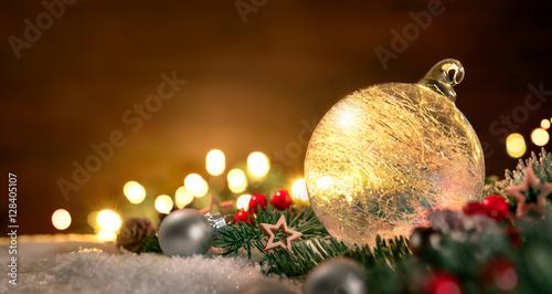 Weihnachtsdeko Lichter.Transparente Weihnachtskugel Und Weihnachtsdeko In Nahaufnahme