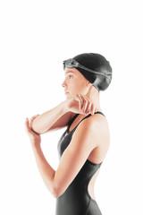 Nuotatrice in costume fa esercizio fisico