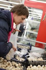 Woman choosing champignon