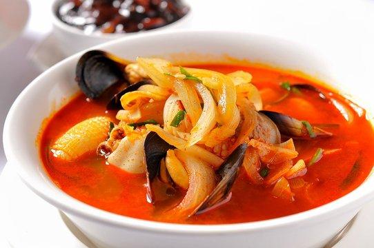 짬뽕, jjamppong, Chinese-style noodles with vegetables and seafood