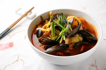 Chinese-style noodles with vegetables and seafood, 해물짬뽕, seafood jjamppong,