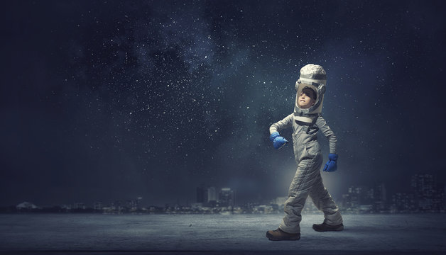 She wants to become astronaut . Mixed media