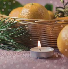 Мандарины, елка, свеча и шишки. Рождественские украшения.