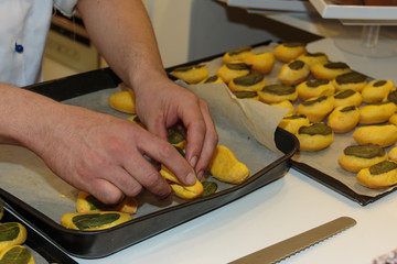Preparation of Italian Deep-fried Pizza Roll with Mints Leaf