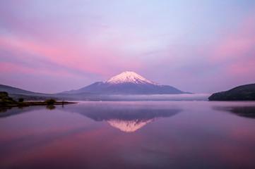 山中湖の朝焼け冨士