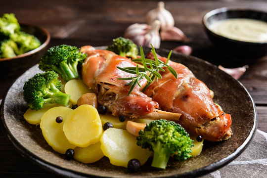 Roasted rabbit meat with potato and broccoli