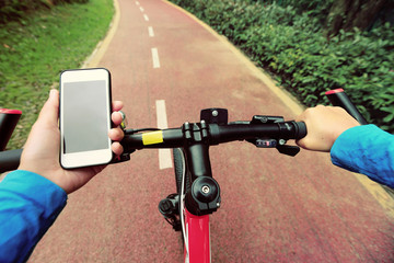 use smarphone app for navigation while bike ride in the forest.