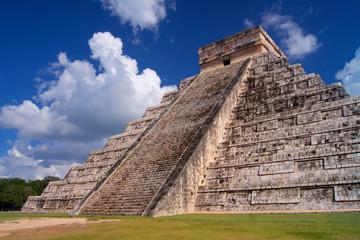 Chichen Itza Kukulkan Pyramid (El Castillo)