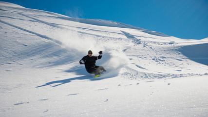 snowboard en poudreuse