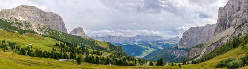 Fototapete - Panoramic view from road to Gardena Pass in Italy Dolomites
