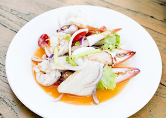 Spicy seafood salad in Thailand be delicious.