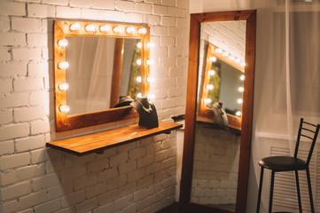 Ламповое зеркало