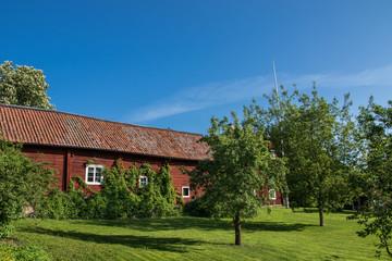 Haus in Holzbauweise mit Garten und Wiese in Köping in Schweden